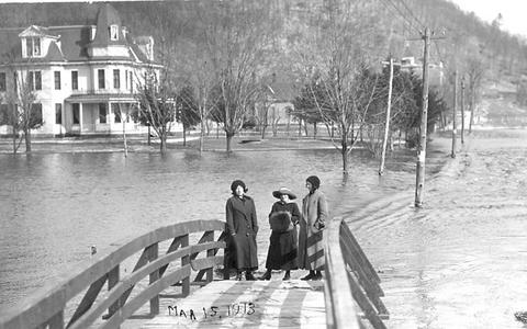 1913 flood: Foot bridge above saw mill