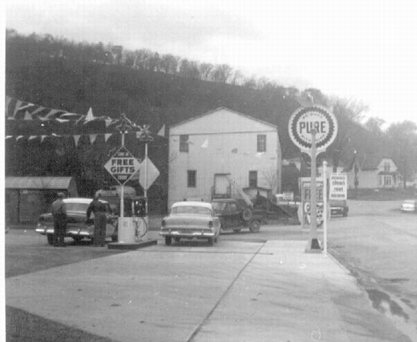 1957: Thofne gas station